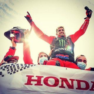 Felicitaciones a todo el equipo @hondaracingcorporation y al campeón @kevinmaxbenavides por este tremendo Dakar.